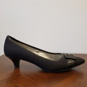 Anne Klein AK iflex small heels with buckle size 9
